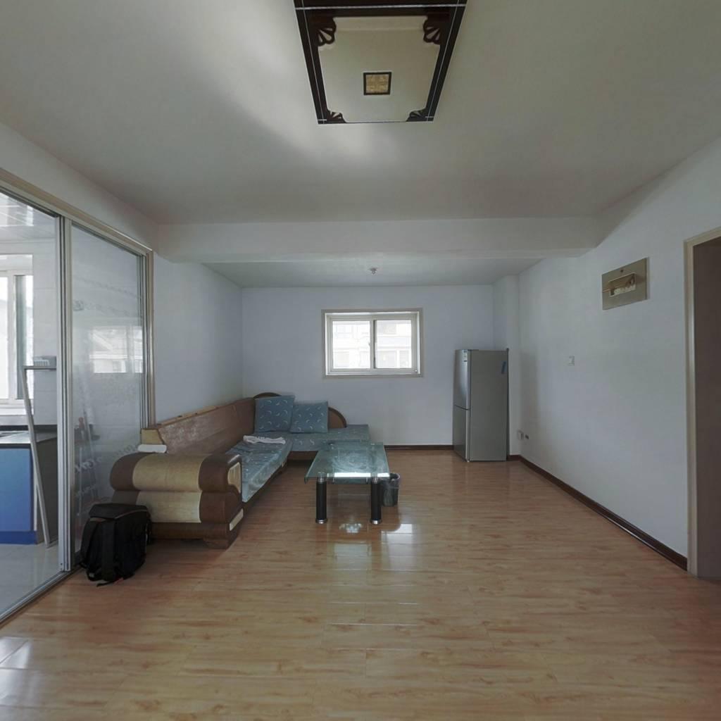 阳光城,大两居室,精装修,价格美丽,拎包即可入住