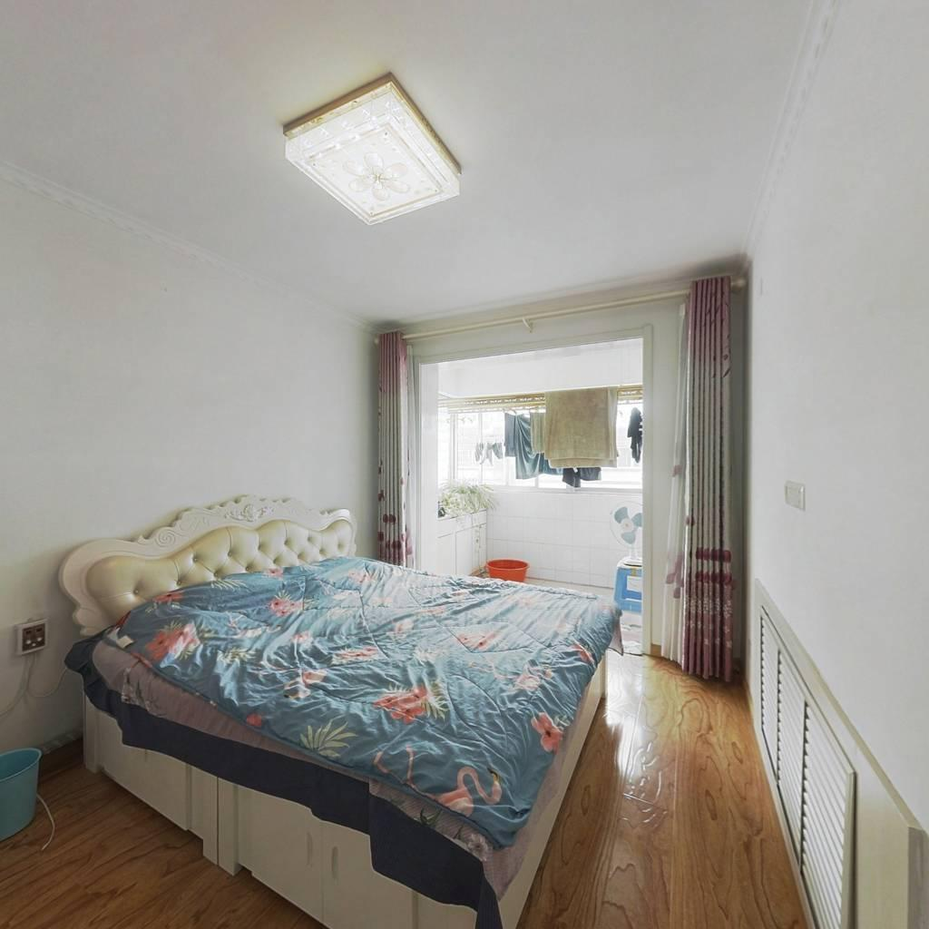富水小区新式装修大三居,房子没打住,升价比高