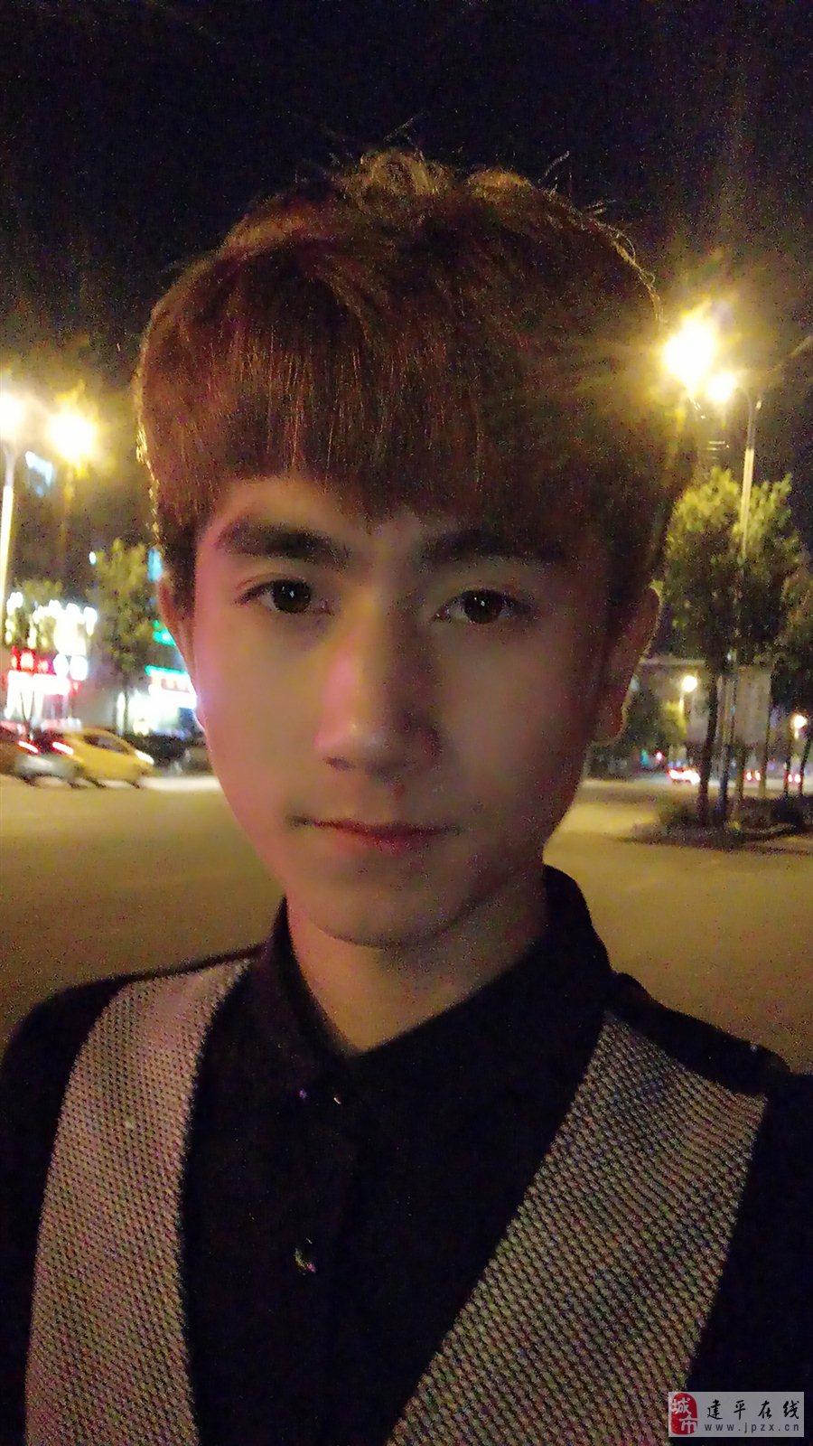 【帅男秀场】姜城 21岁 巨蟹座 发型助理图片