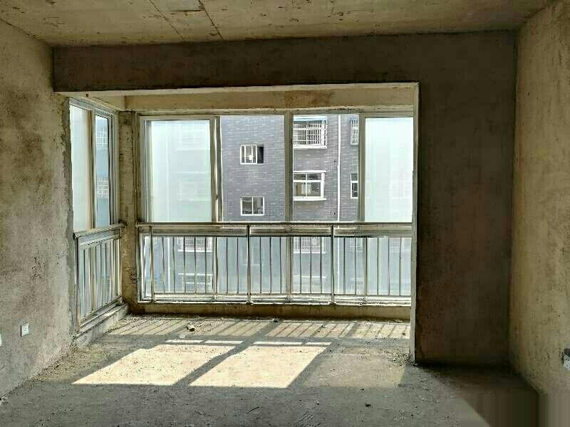 四高附近3室2厅1卫65万带车库新证可按揭