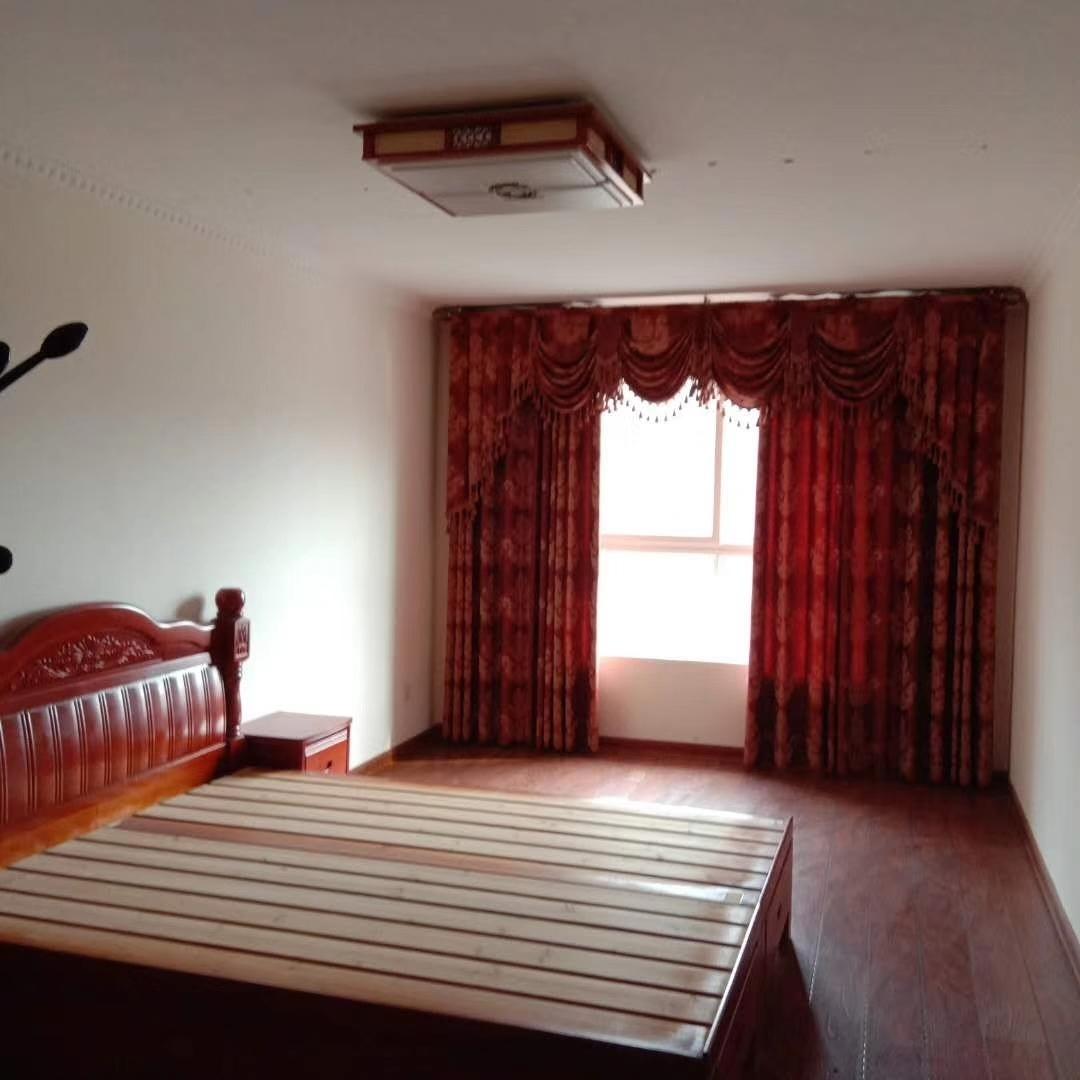 金秋華城3室2廳1衛60萬元