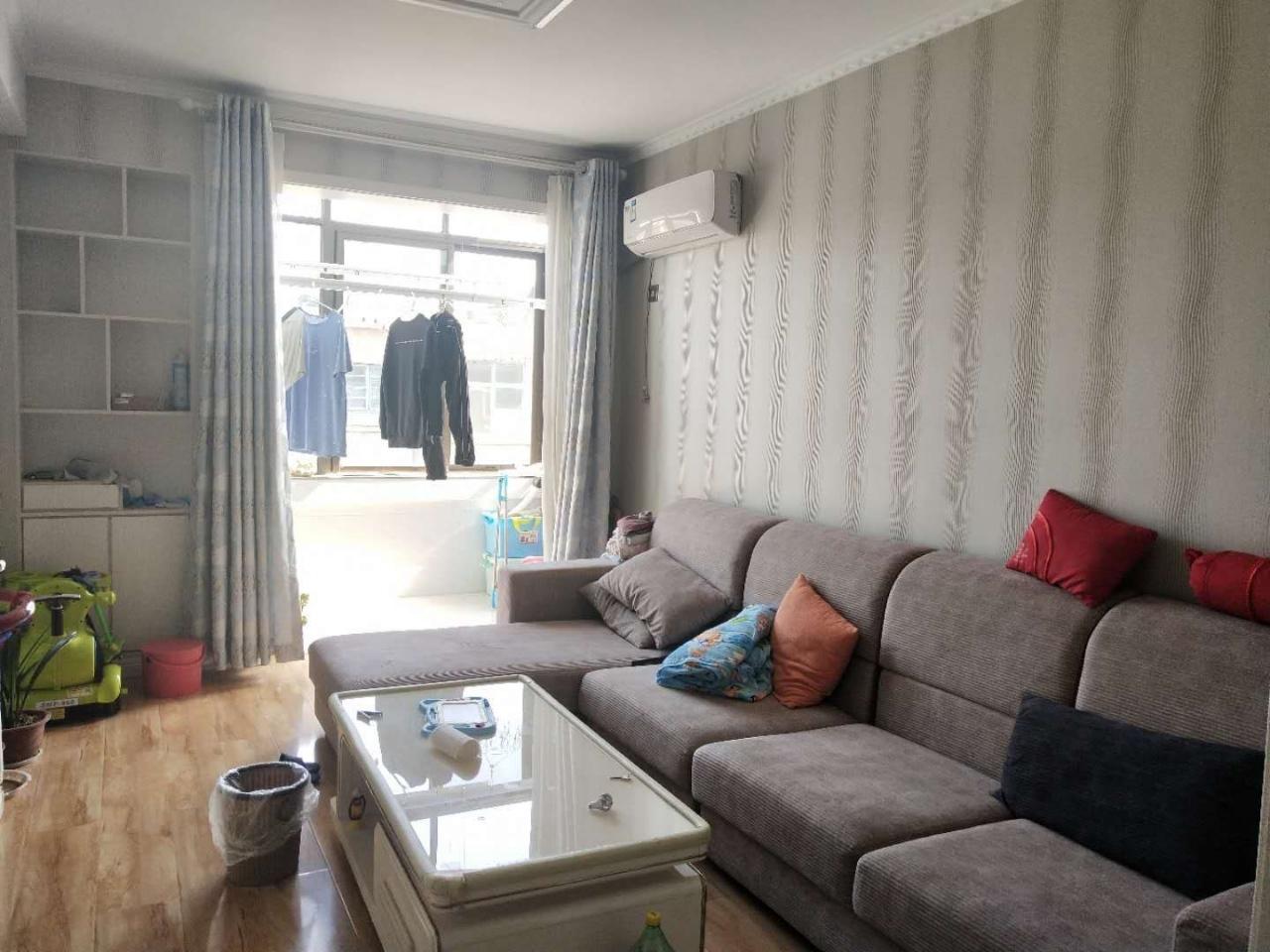 萊動小區精裝婚房全家新式裝修72平37.5萬元