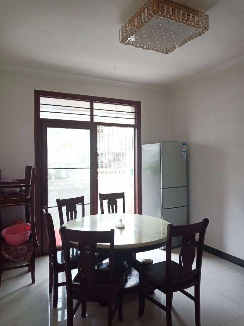 信豐七小學區房三房兩廳低價急售