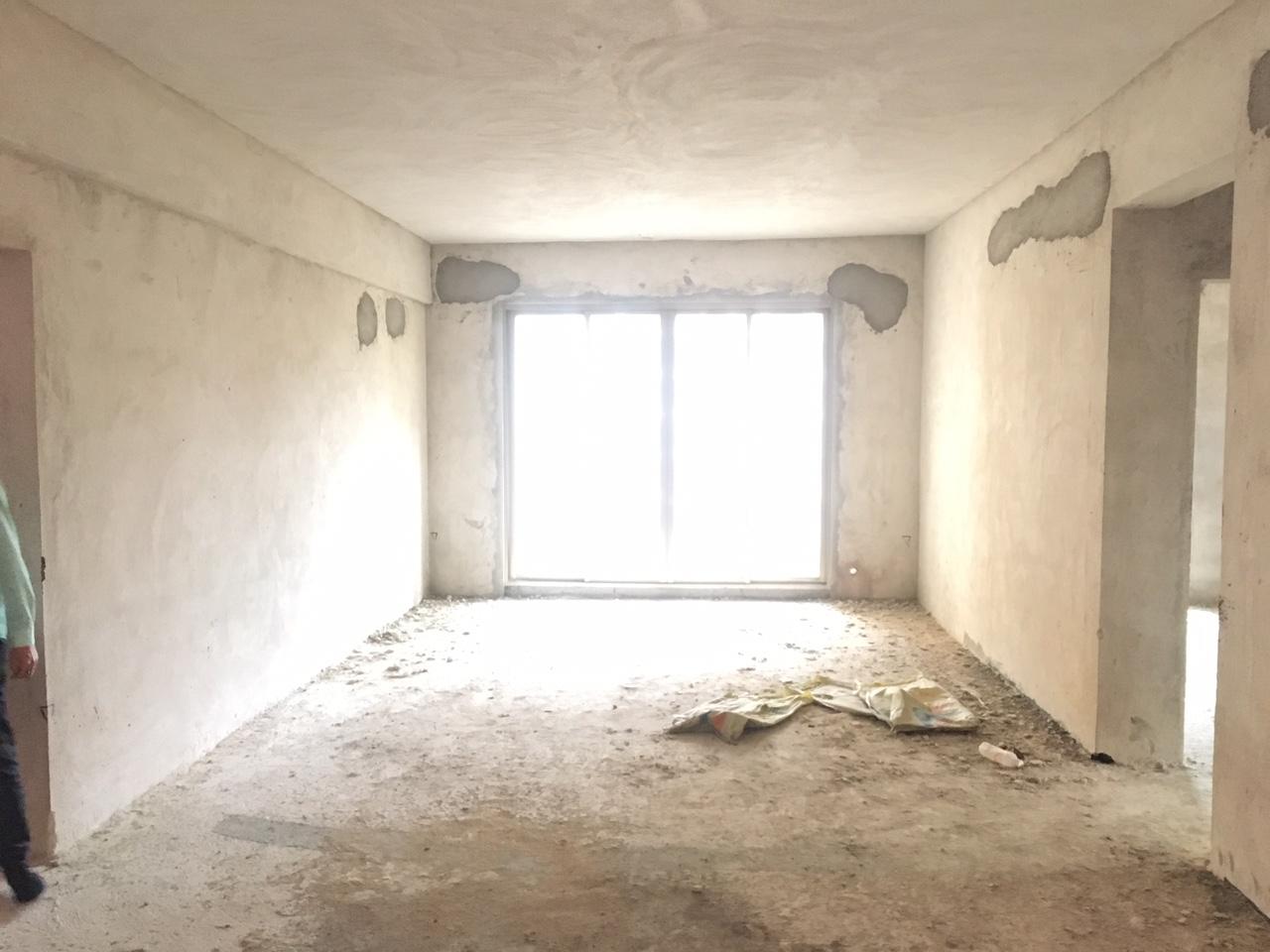 碧桂华庭4室2厅2卫65万元