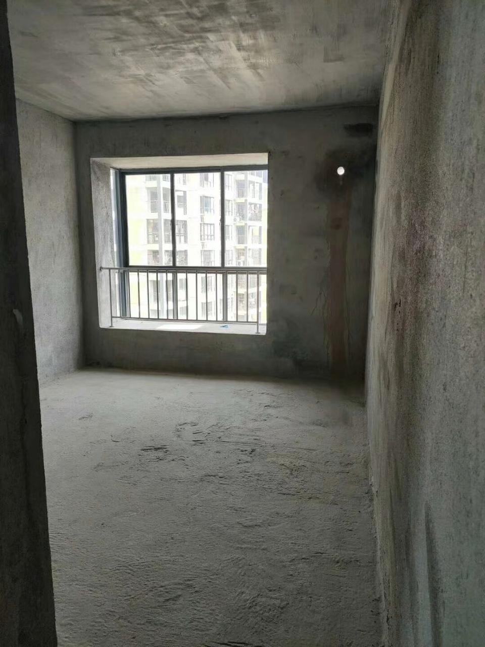 鸣大南城广场3房2厅2卫仅售41万