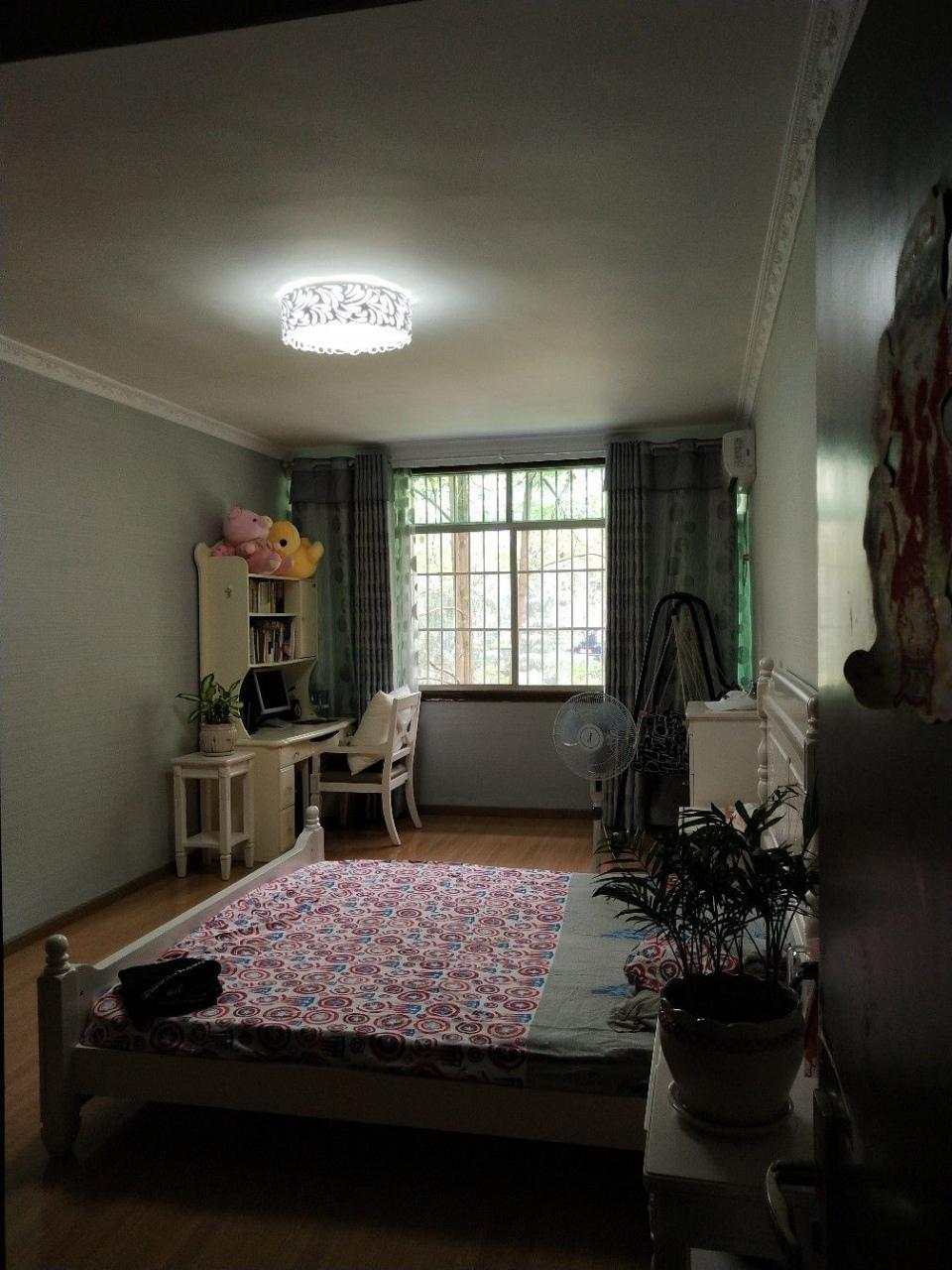 大十字杨柳街101平米4室2厅学区房47.8万