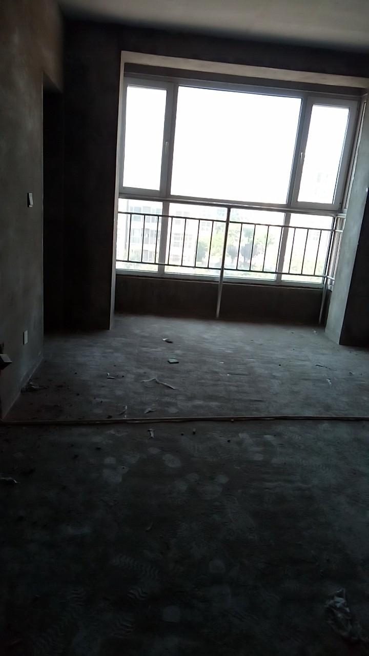凤凰城3室 2厅 2卫80万元