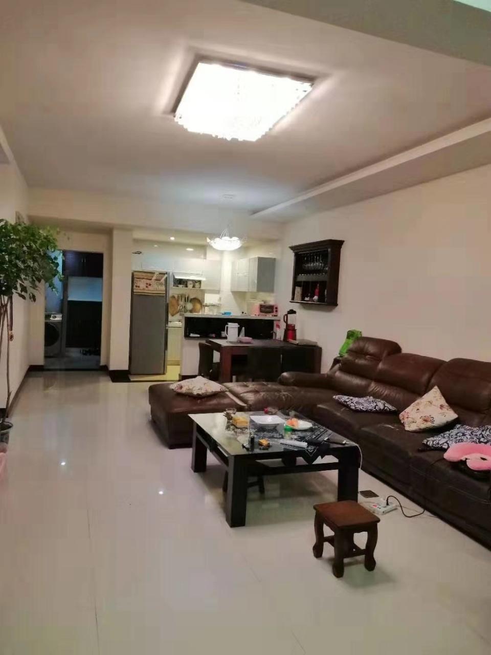 阳光花园3室2厅2卫72.8万元