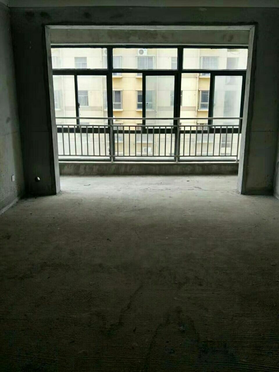 世紀商城3室2廳2衛67萬元