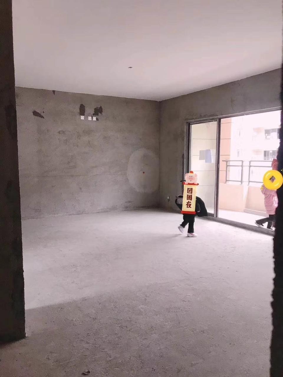 润天·檀香山4室2厅2卫64万元