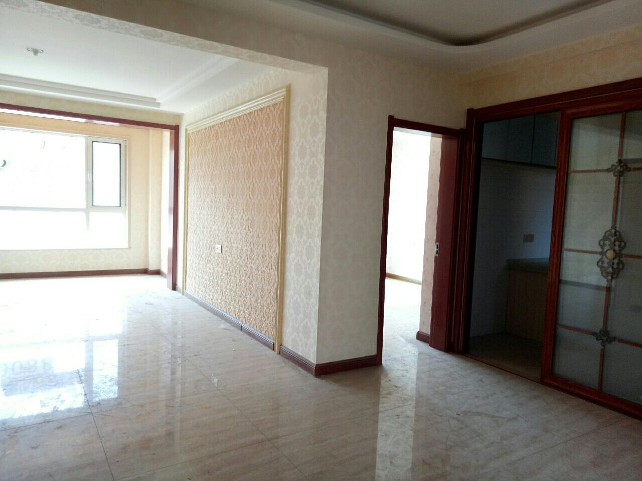 山水华庭3室2厅1卫90万元