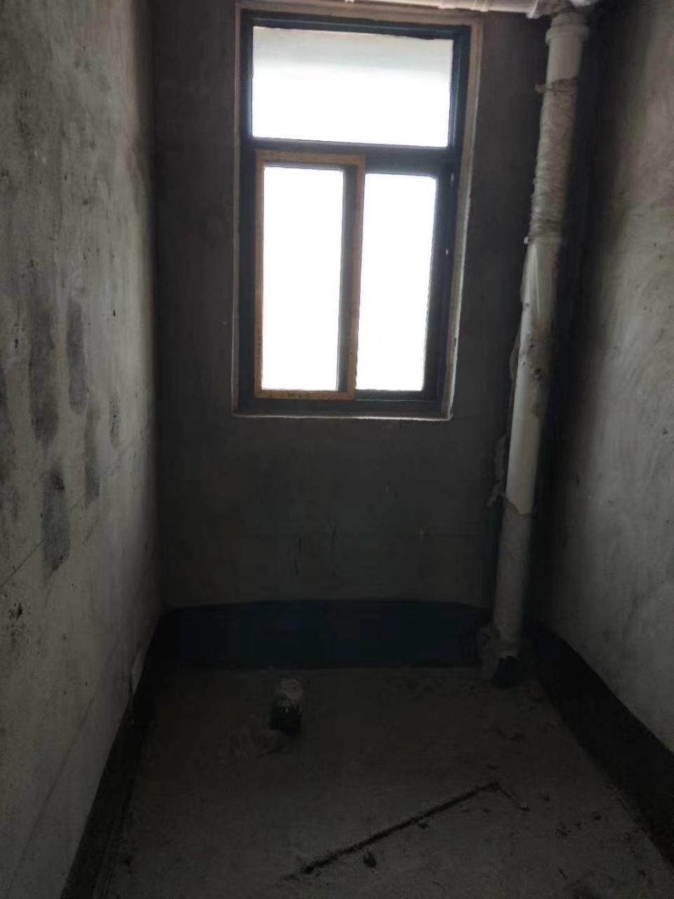 一江宏城3室2厅2卫75万元
