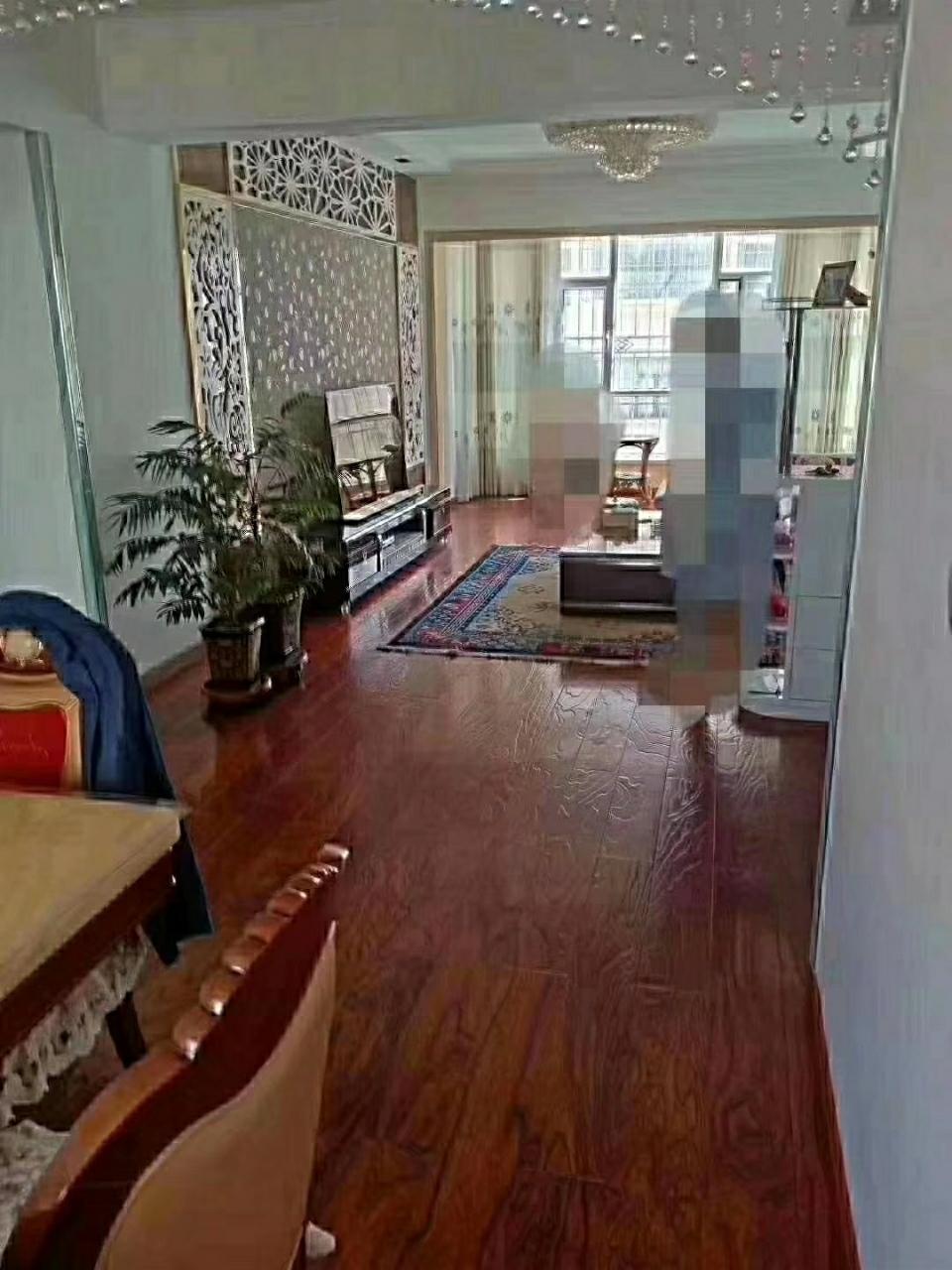 锦丰园130平米3楼精装3室2厅2卫70万元