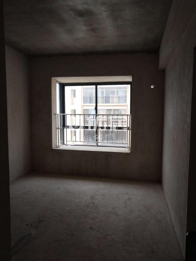 龙福花园4室2厅2卫53.5万元