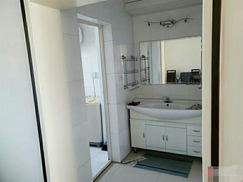 建设南小区三室两厅一厨一卫121平米56.8万