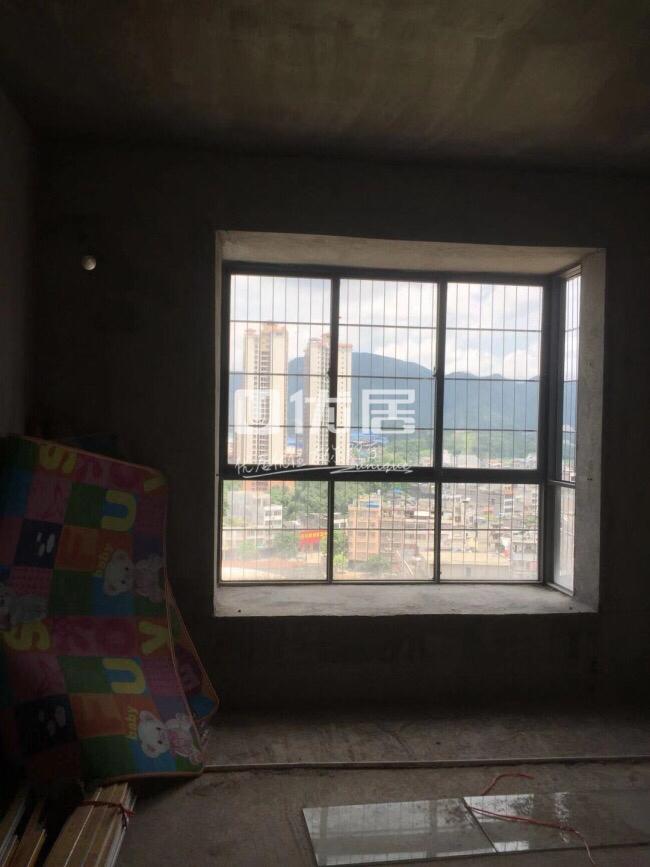 鸣大南城广场3室2厅2卫46.5万元