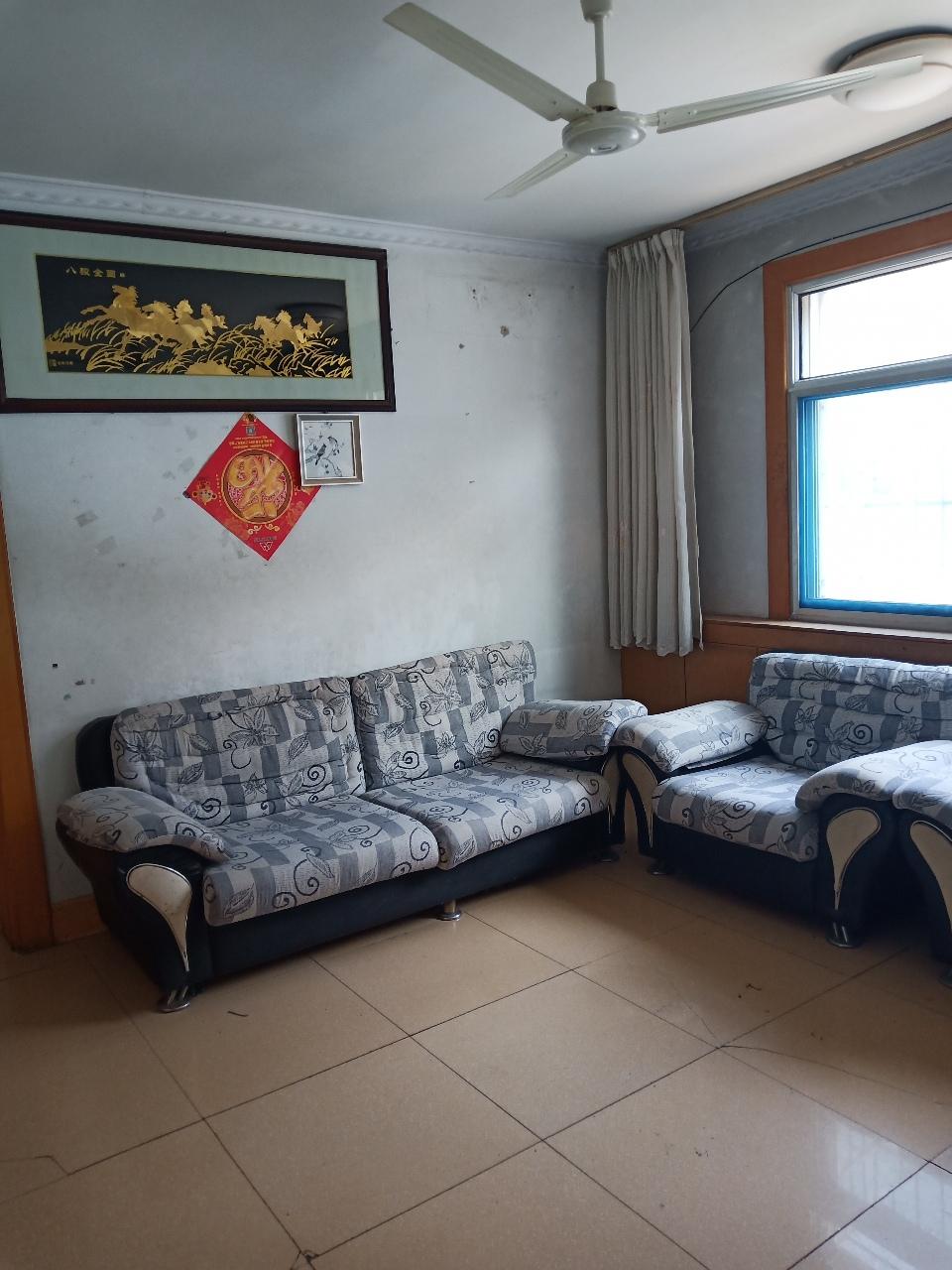 清风小区简单装修3室2厅1卫65万元