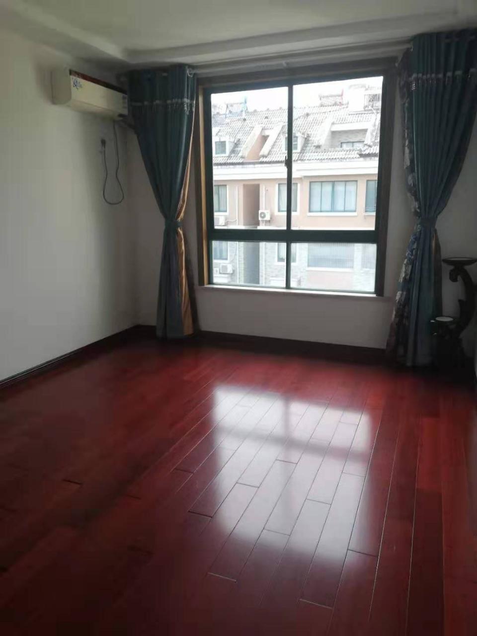 中坤苑精装修楼中楼5室2厅214平米102.8万元