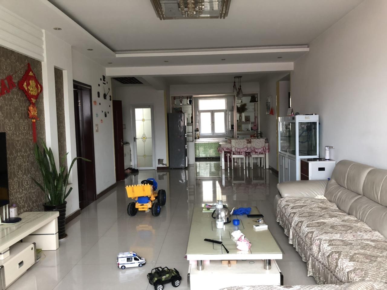 锦绣花园精装婚房3室2厅2卫78万元