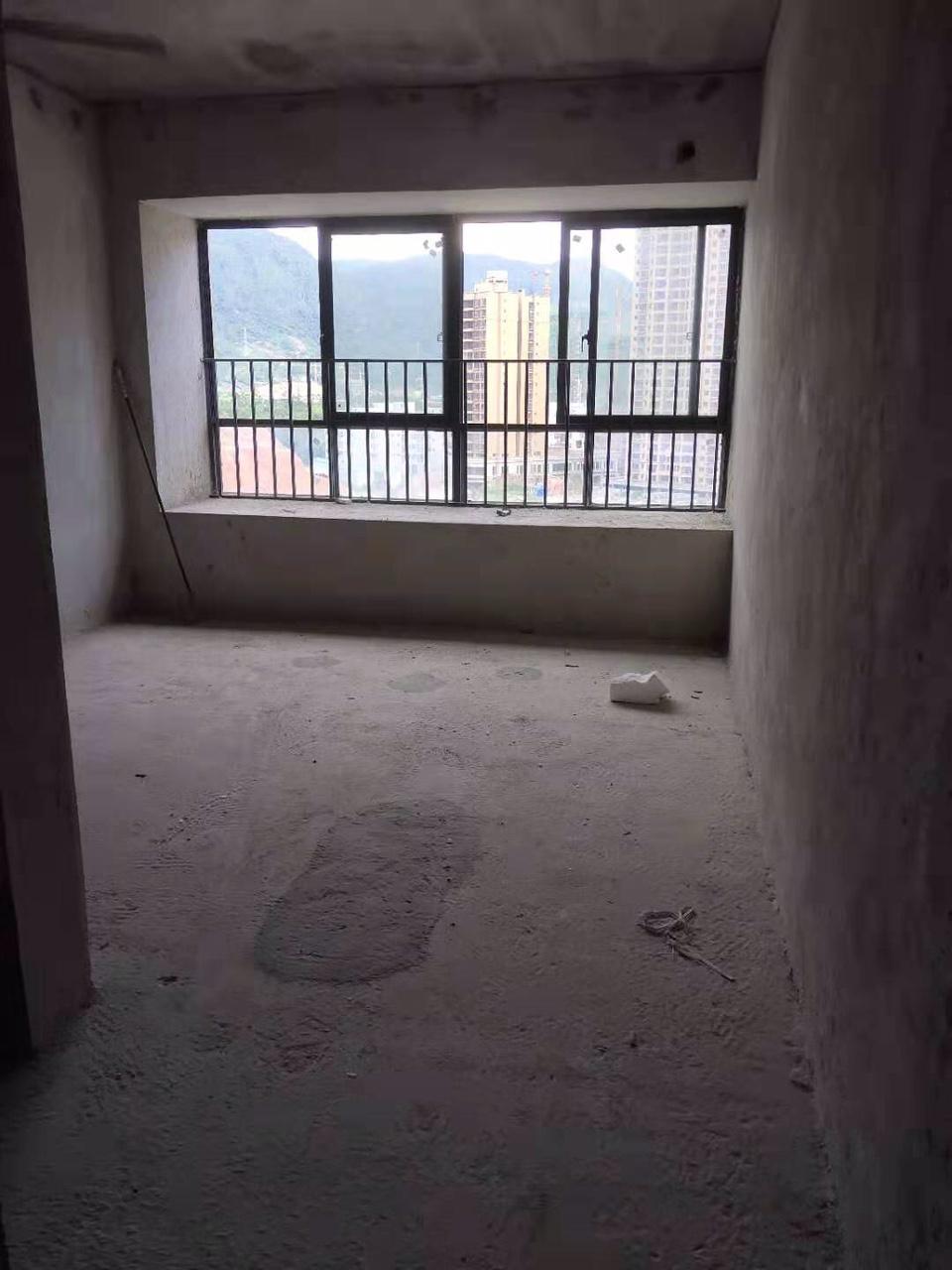 中浩地王广场4室2厅2卫72万元