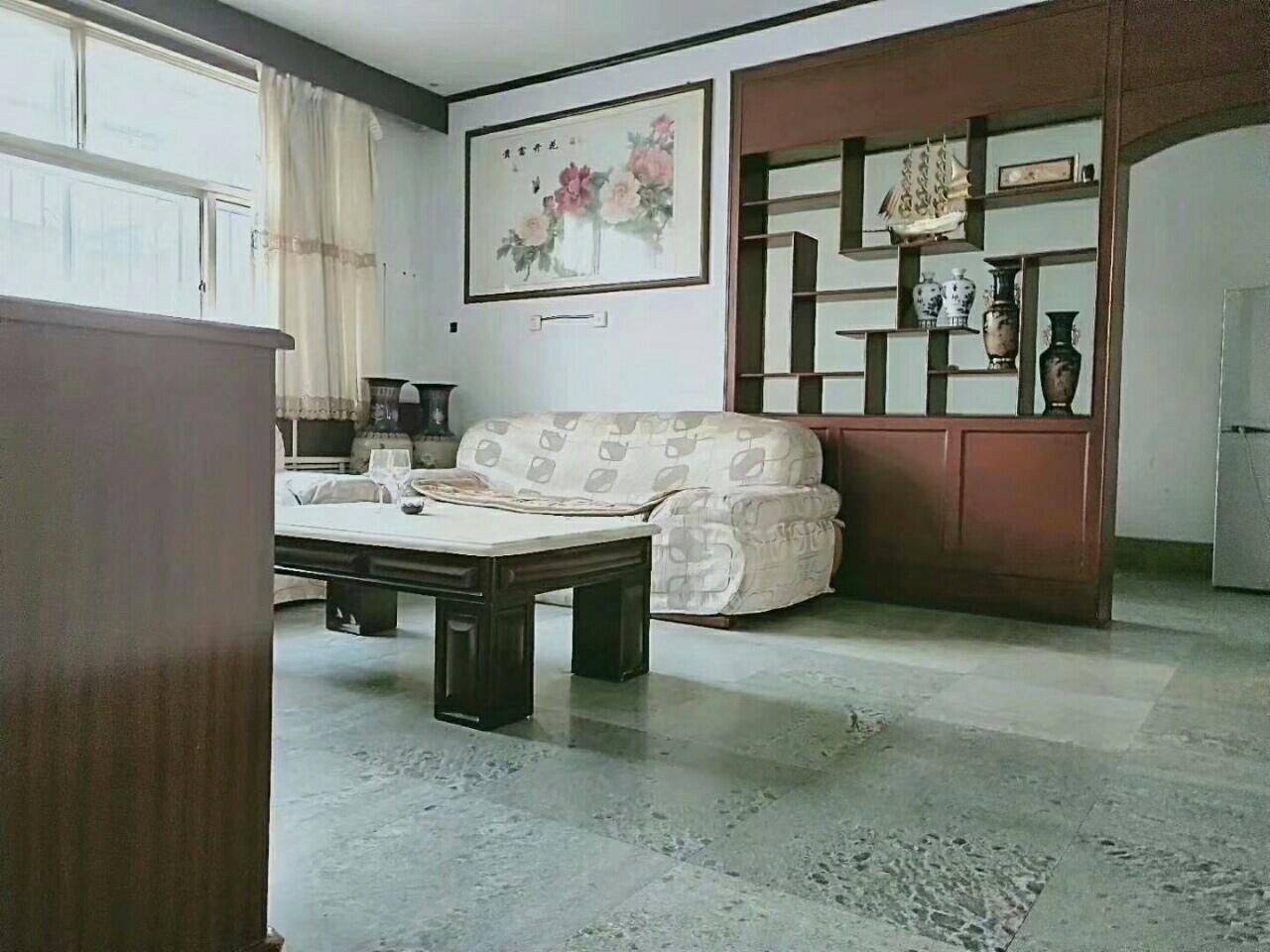 老国土局130平三室二厅带大院子