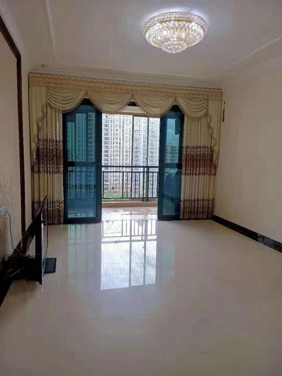 恒大二期138平电梯直达只要所以120万中楼层