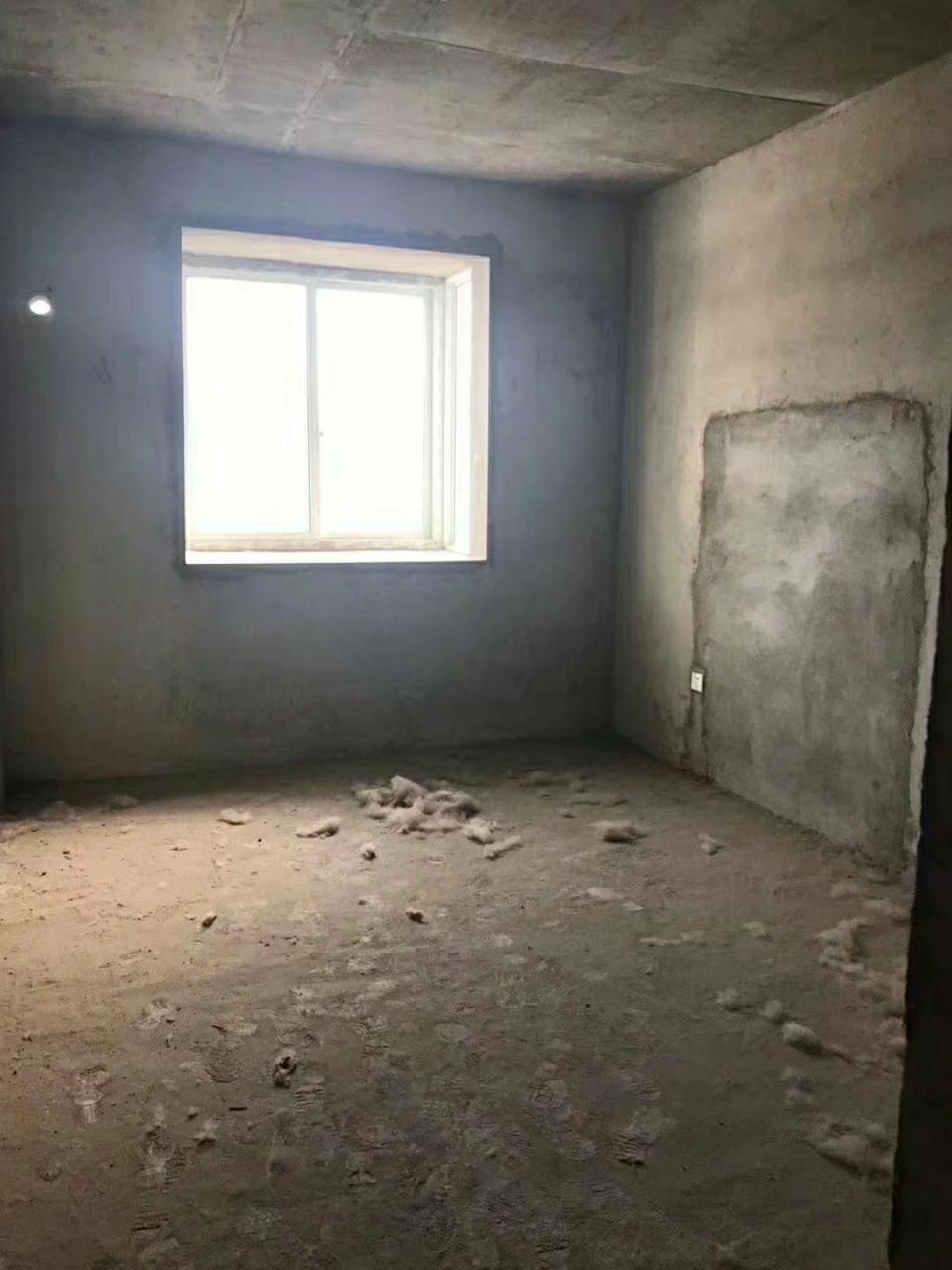 3室2廳1衛32萬元