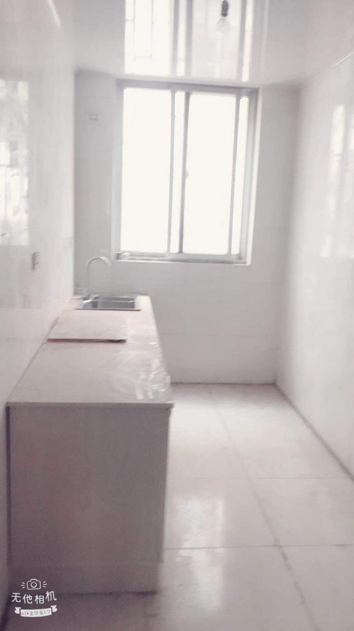 市區建設路紫荊花園隔壁3室2廳1衛27萬元