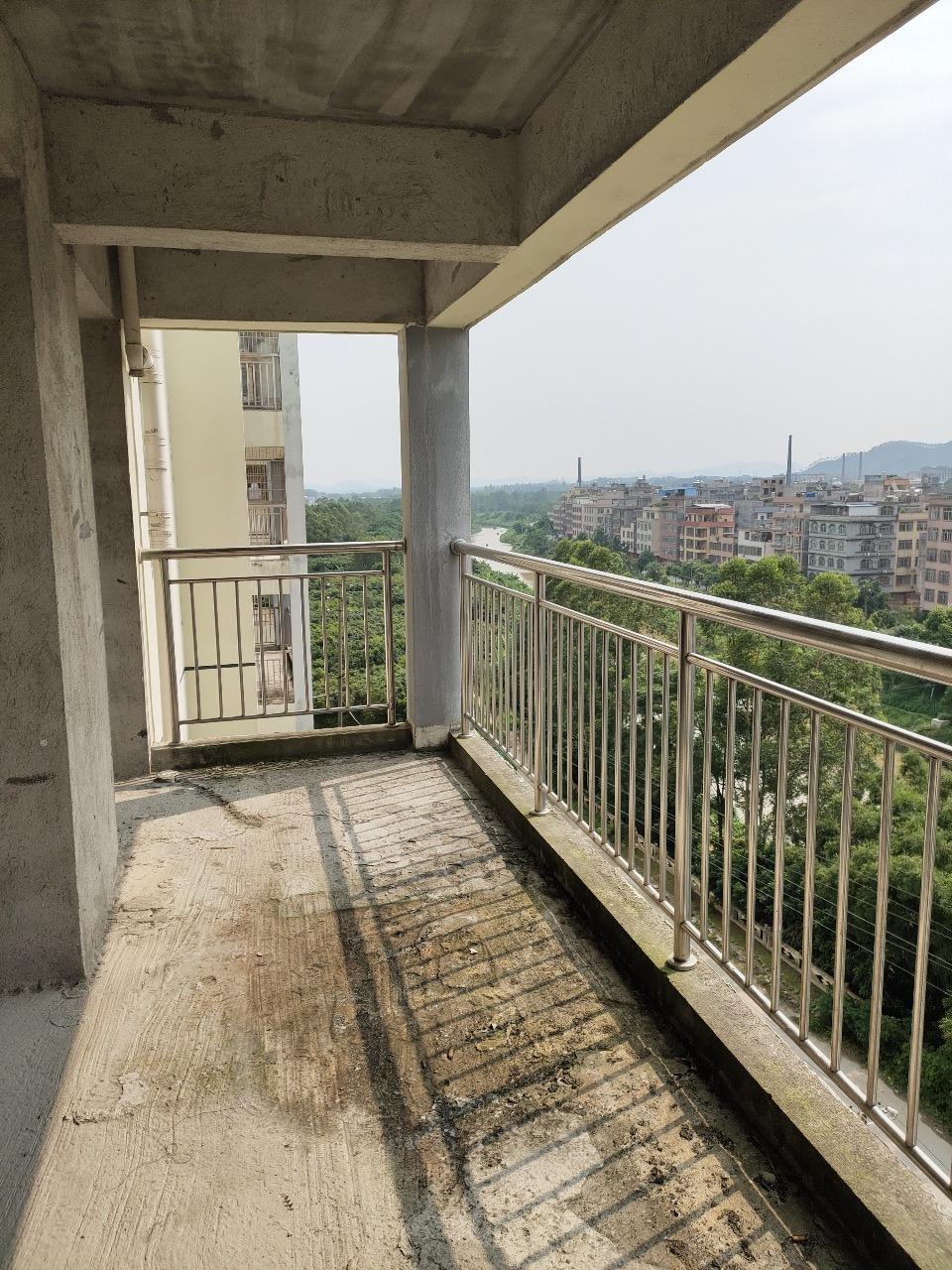 陆川鸣大南城广场3室2厅2卫47万元