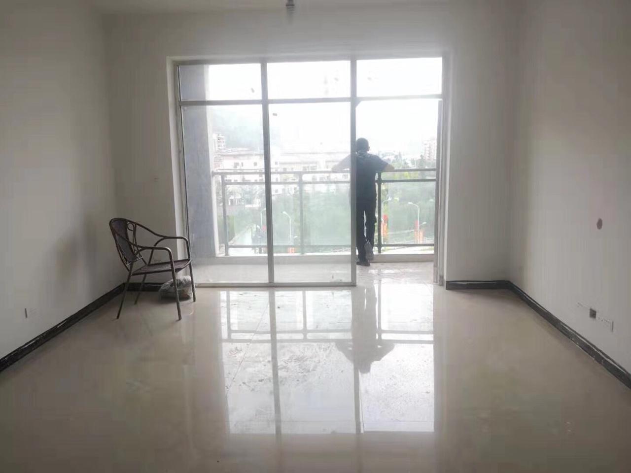 碧水蓝天特价房3室2厅1卫45.8万元