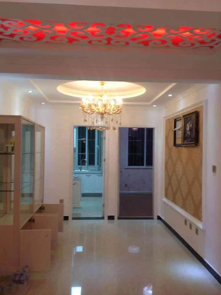 香槟大道精装,有本可贷,中间楼层,看房方便