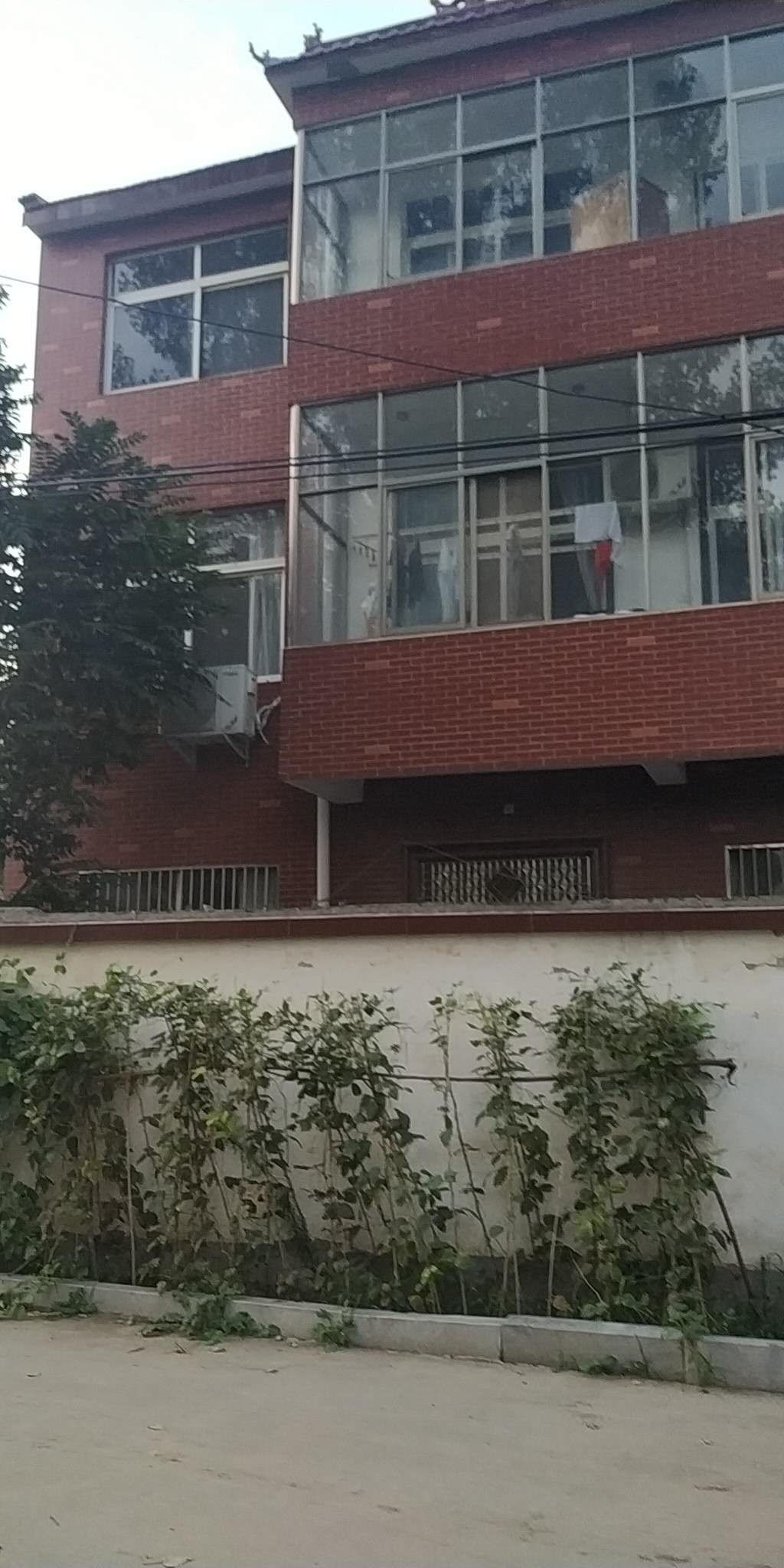 上海路附近大院9室 5厅 3卫75万元