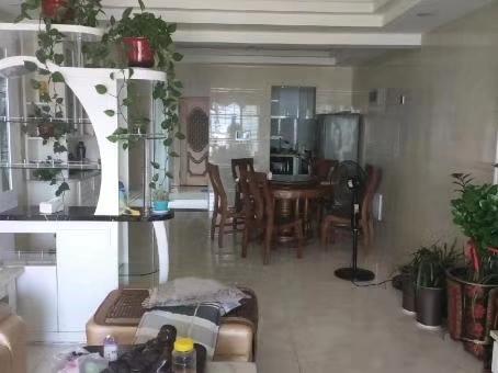 山水湾4室2厅2卫168万元精装修