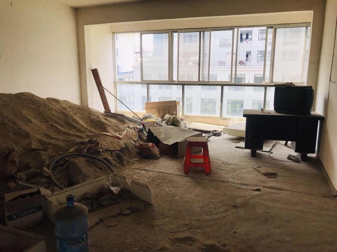 百合水景旁恒茂大廈電梯房帶車庫3室73萬元