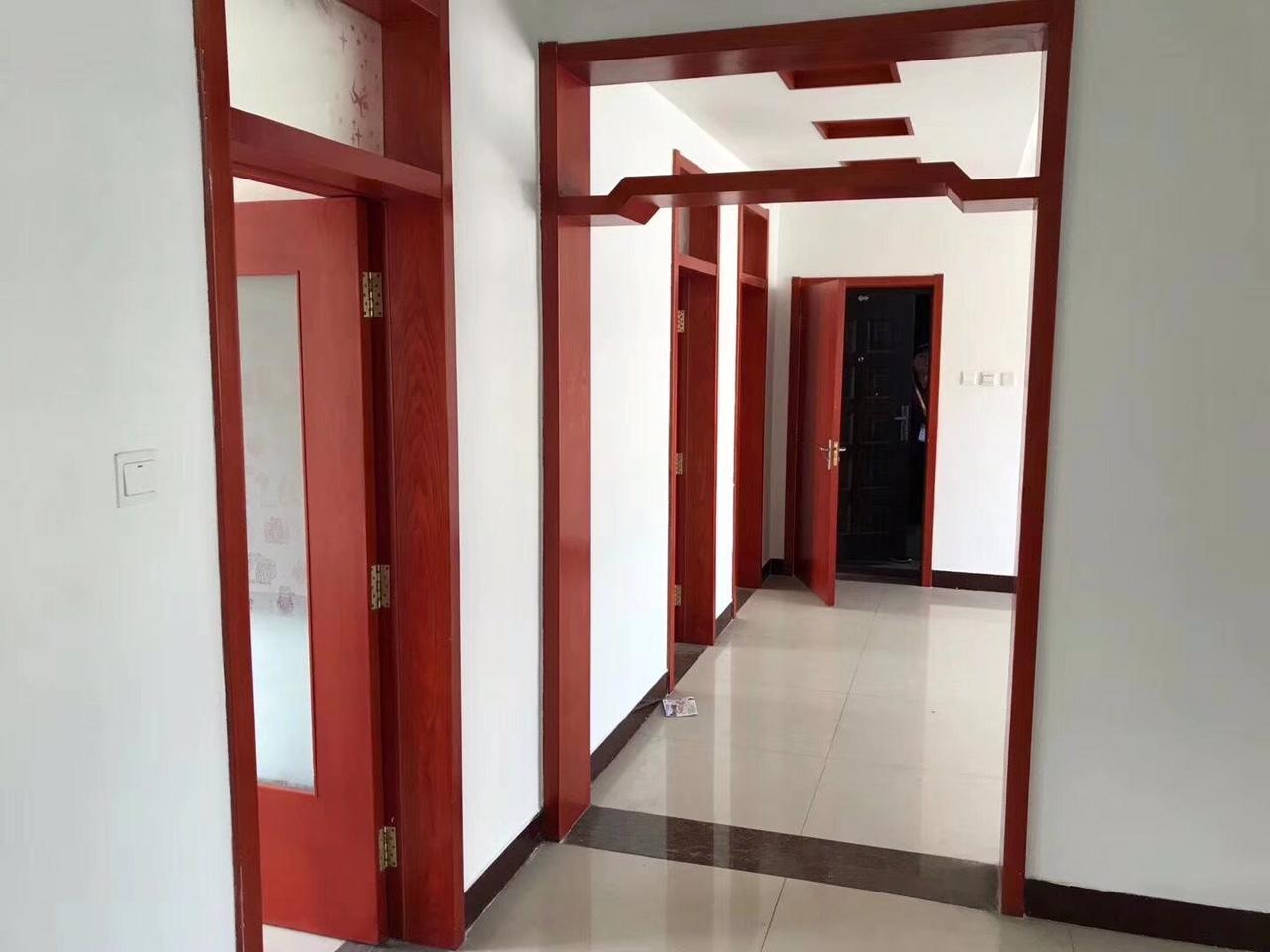 海岱北苑4樓105平3室2廳86萬車庫雙證精裝