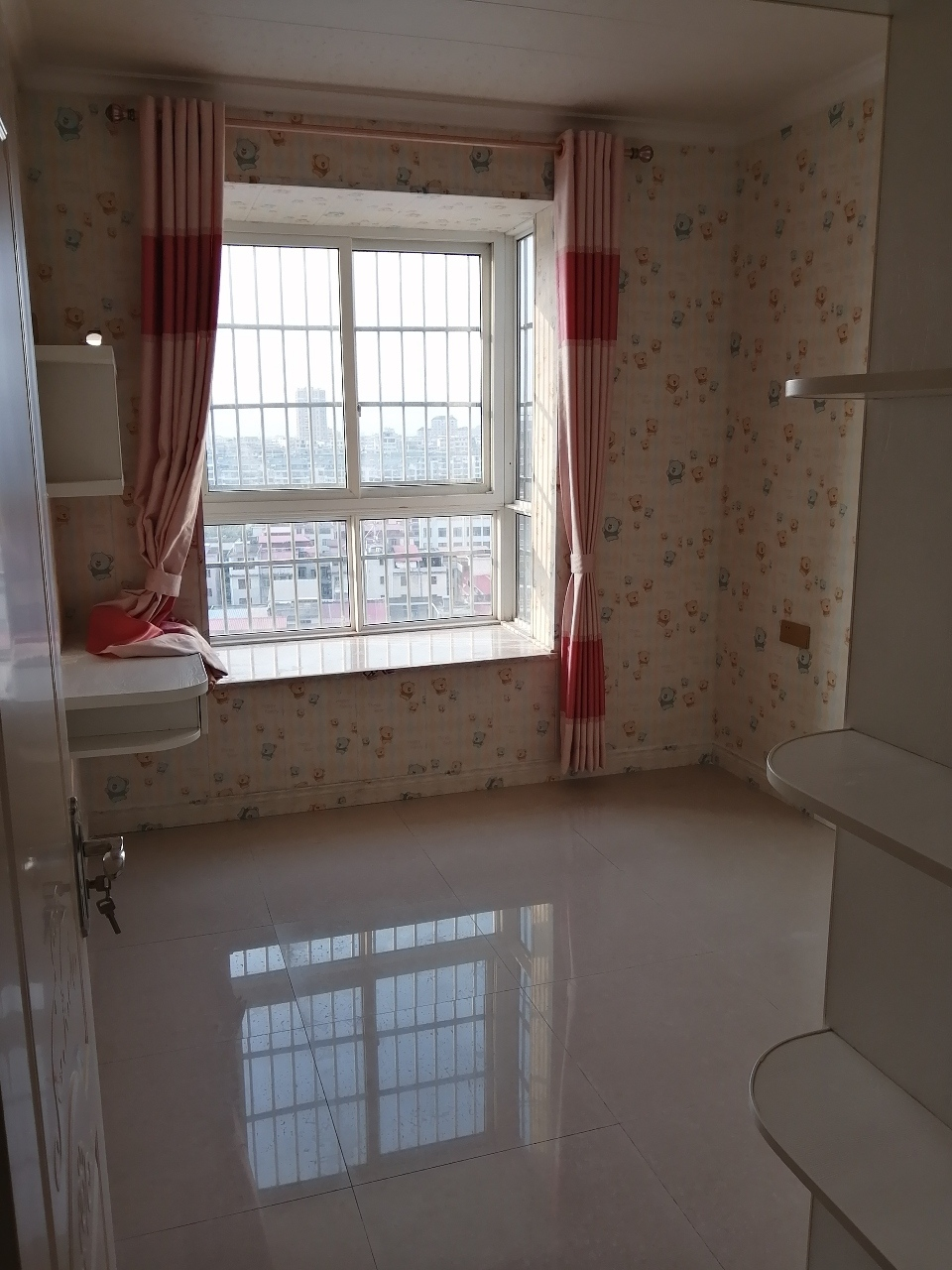 水印丹堤精裝未入住3室2廳2衛112萬元
