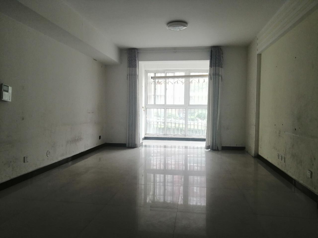 东海王府3室2厅2卫68.5万元