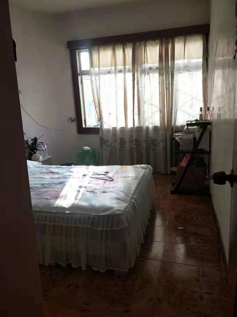 一转盘3室1厅1卫有房产证卖小产权房价格