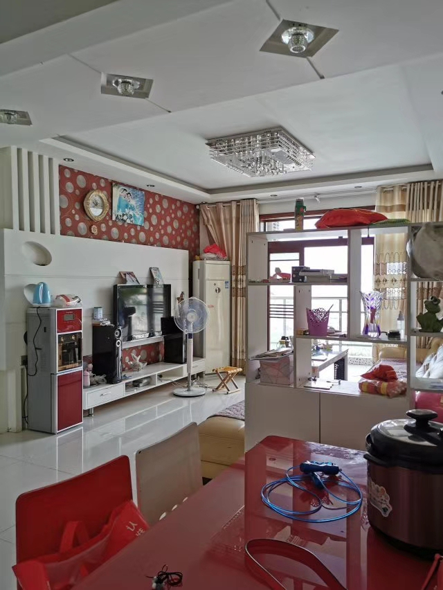 江畔人家精装送露台5室3厅4卫89.8万元
