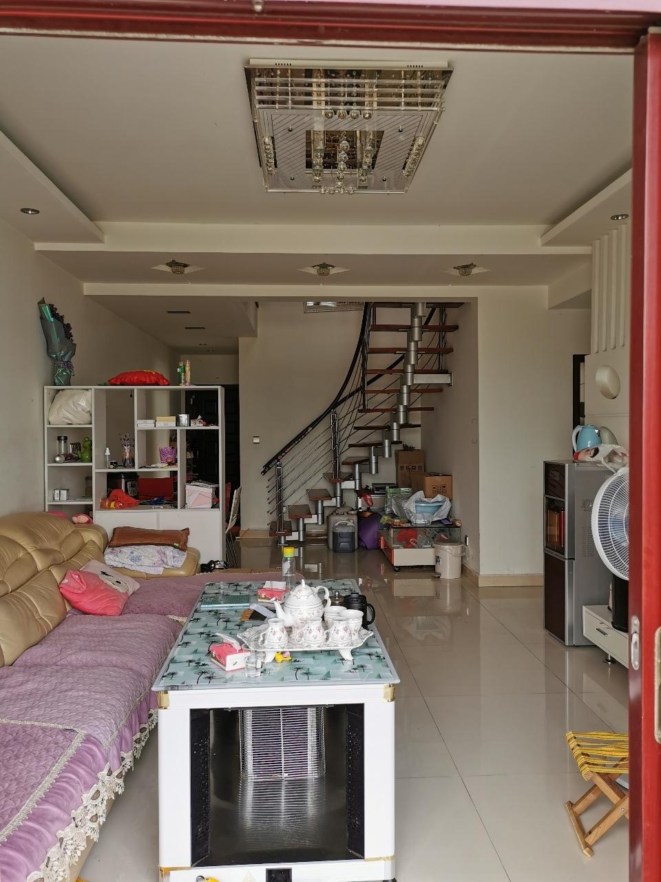 江畔人家200平米豪装楼中楼4室3厅89.6万