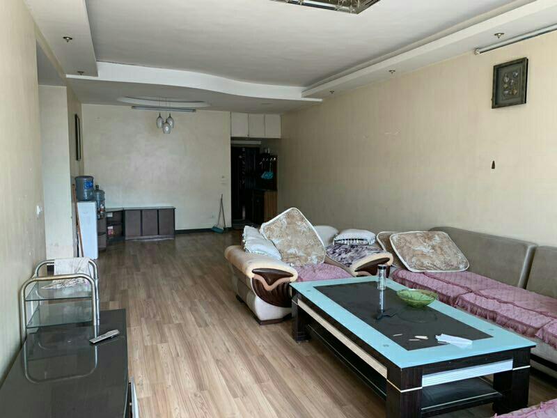 二转盘低层4室2厅2卫82.8万元