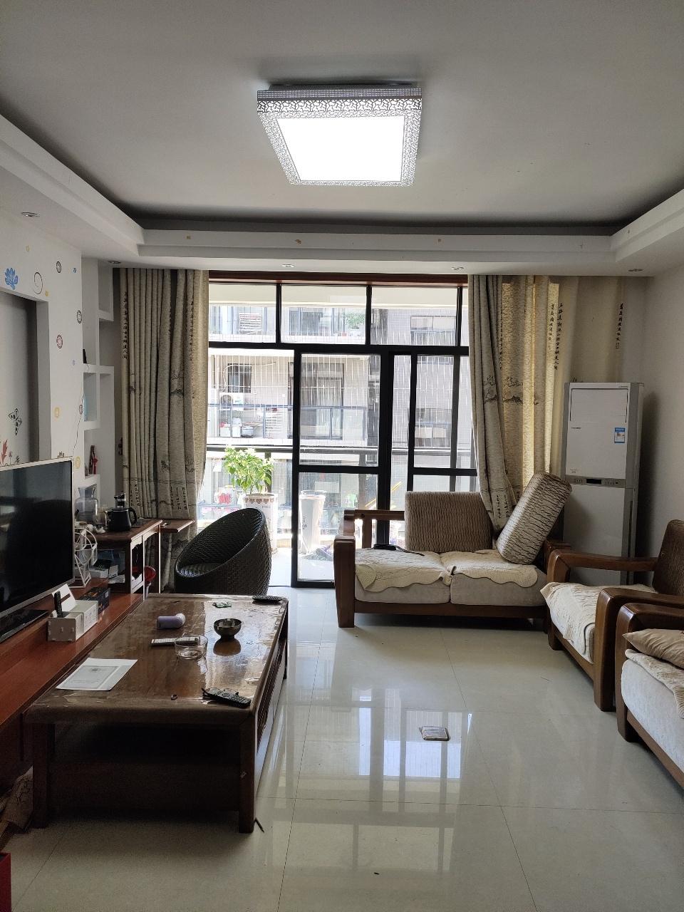 陆川碧桂华庭一期4室2厅2卫68万元