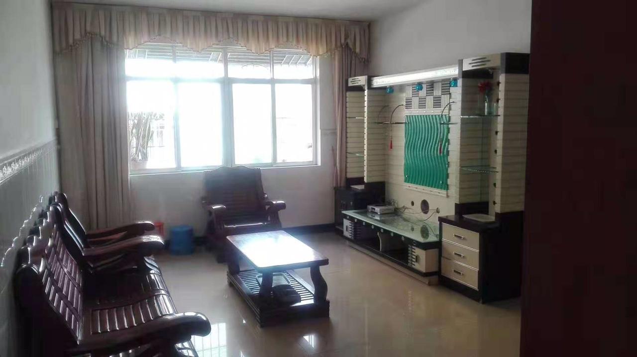 温泉花园小区3室2厅2卫42.8万元