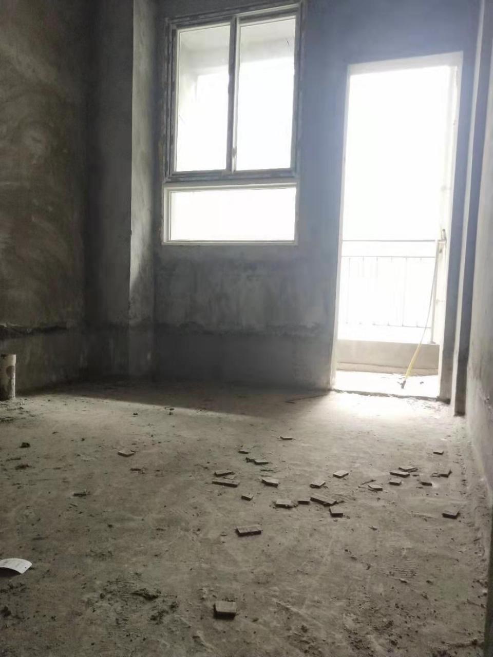 佰山小區3室2廳1衛38.8萬元