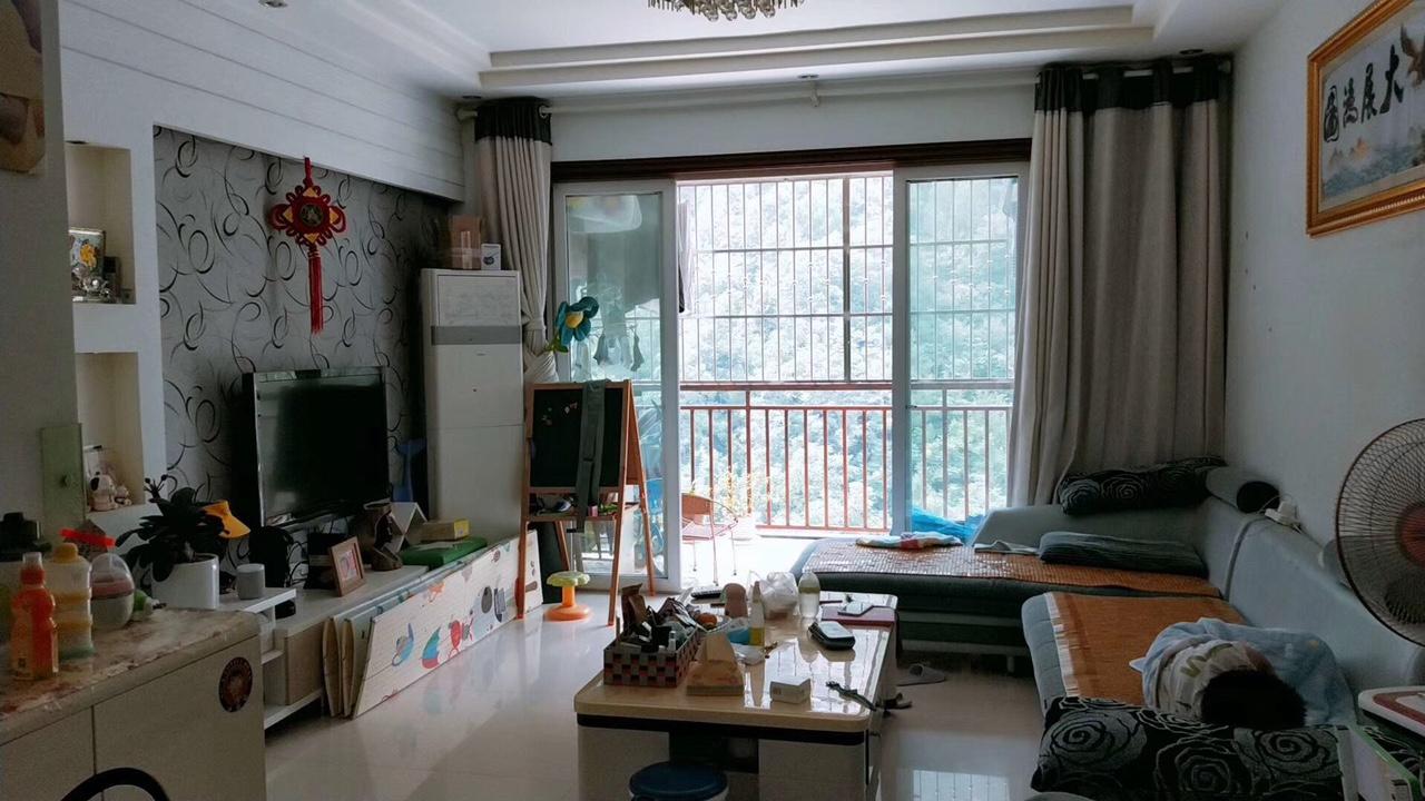 江城美景3室2厅2卫70.8万元