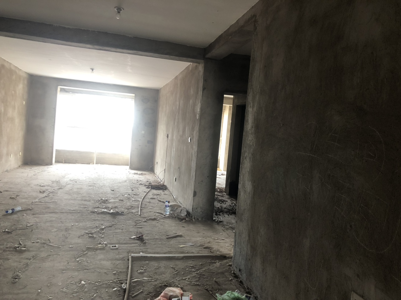 凤凰城毛坯现房3室2厅2卫73万元