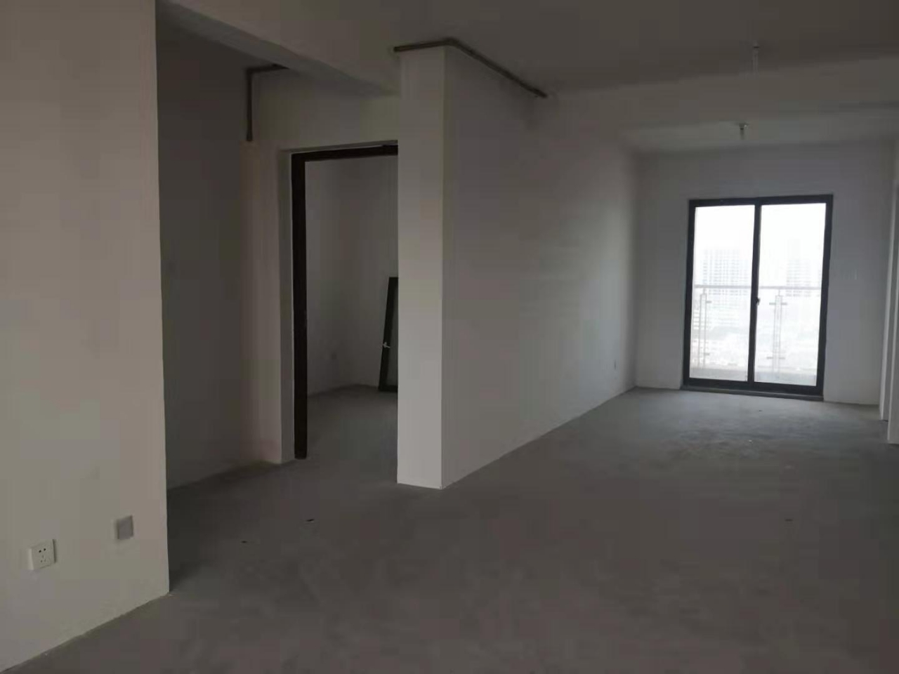 昌和时代毛坯112平米3室1厅1卫100万元