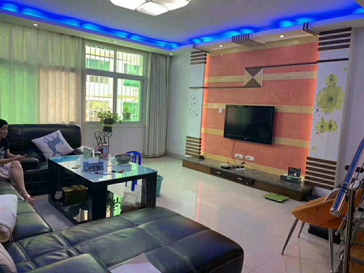 西山单位房精装4室2厅2卫喊价68.8万元