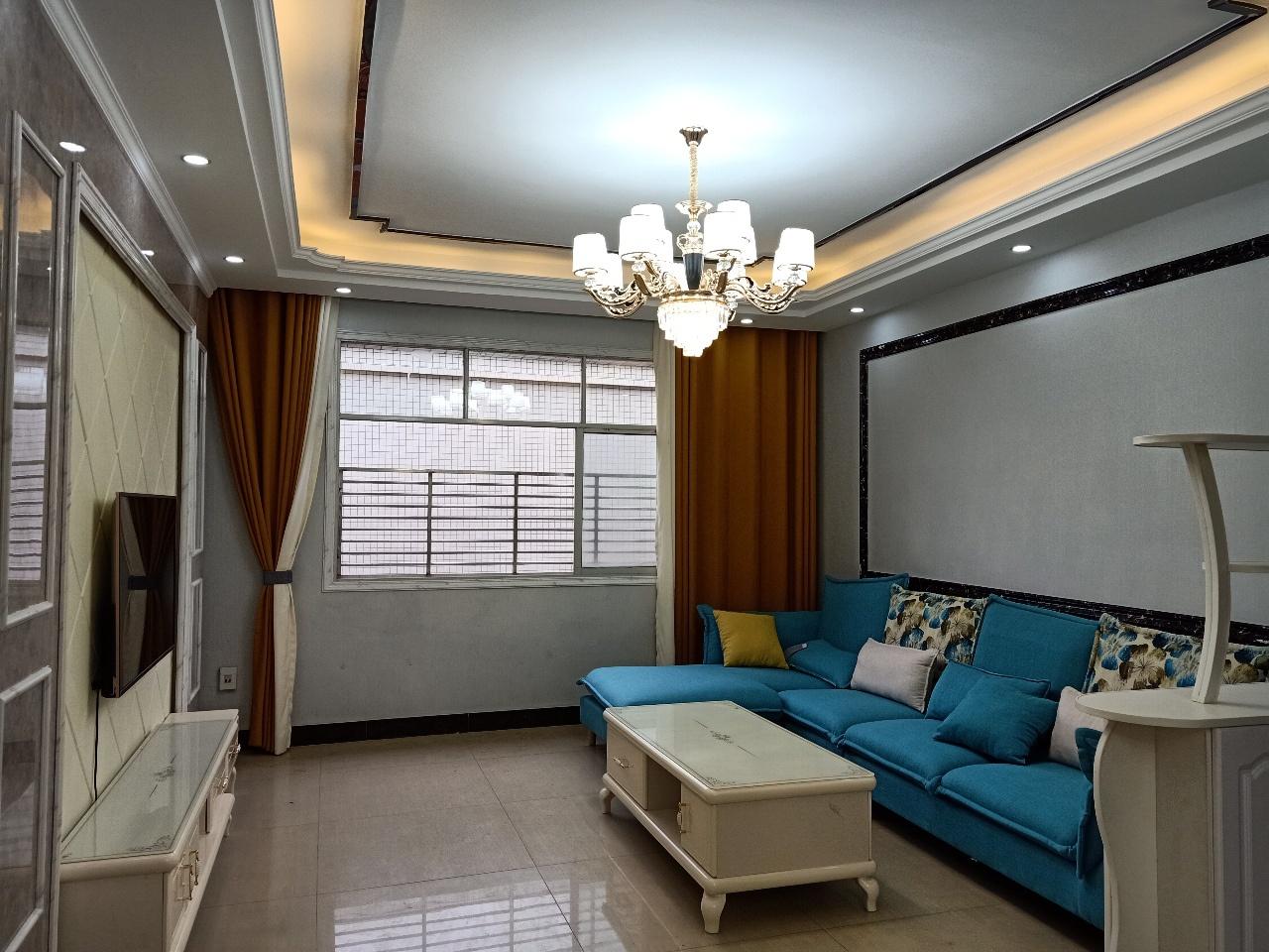 龙腾龙湖巷4室2厅2卫63.8万元