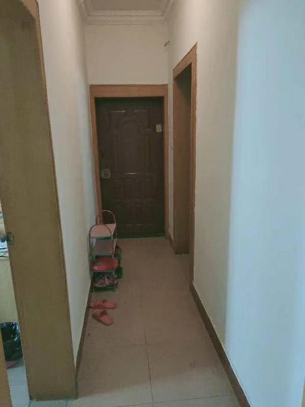 交西路附小学区房124平米4室2厅喊价35万元
